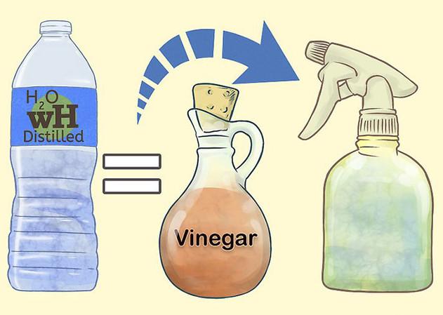 Pha giấm và nước thường với tỷ lệ bằng nhau để tạo thành nước vệ sinh nhà bếp