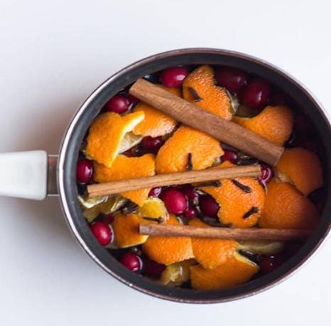 Cách làm dung dịch vệ sinh nhà bếp từ nước, quế, vỏ cam/bưởi/chanh, quả bồ hòn đã tách hạt